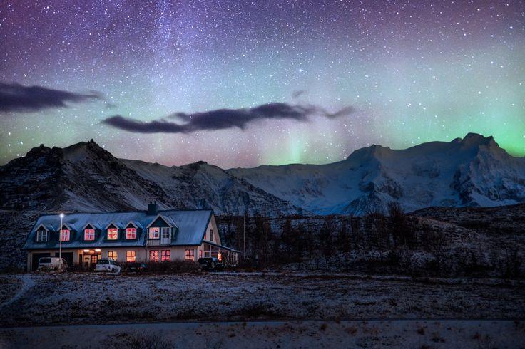 Si te apasiona la fotografía de paisaje seguro que más de una vez te has planteado disparar alguna foto nocturna. Sin embargo, las estrellas son un motivo complicado de fotografiar, ya que a nuestra cámara le cuesta captar la luz que emiten. Si quier