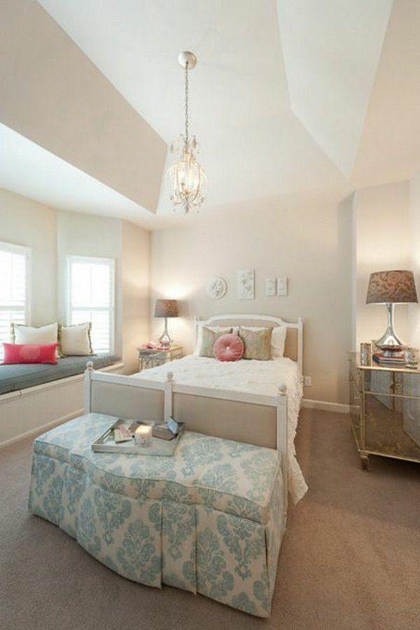 Jugendzimmer Einrichten Mädchen Bett Bank Teppich Kronleuchter Stehlampen