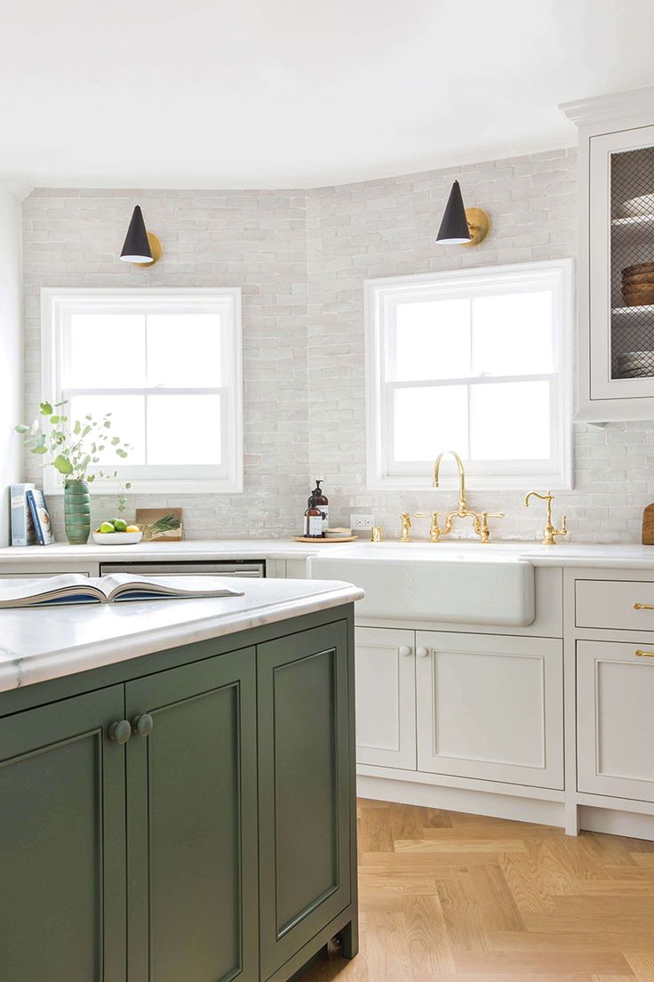 148 best kitchen images on pinterest kitchen ideas kitchen and from gold faucets to matte black faucets to brass faucets and more here are our favorite kitchen faucet ideas for when basic chrome just won t do