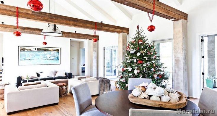 Декоративные балки на потолке являются прекрасным элементом интерьера. Благодаря им вы сможете не только замечательно украсить помещение, но и сделать его более объемным или уменьшить его.
