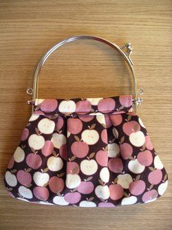 Loop Handle Purse Frame Tutorial - Pleated Pouch of Apples