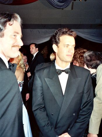 """Tom en la fiesta después de los premios de la Academia en 1989, fue nominado por la película """"Quisiera ser Grande"""" y luego ganaría por """"Philadelphia y """"Forrest Gump""""."""