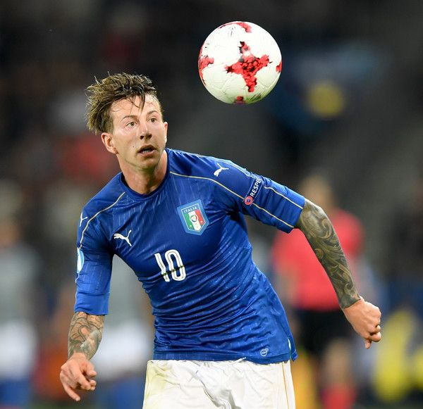 Italy's forward Federico Bernardeschi eyes the ball during the UEFA U-21 European Championship Group C football match Italy v Germany in Krakow, Poland on June 24, 2017. / AFP PHOTO / JANEK SKARZYNSKI