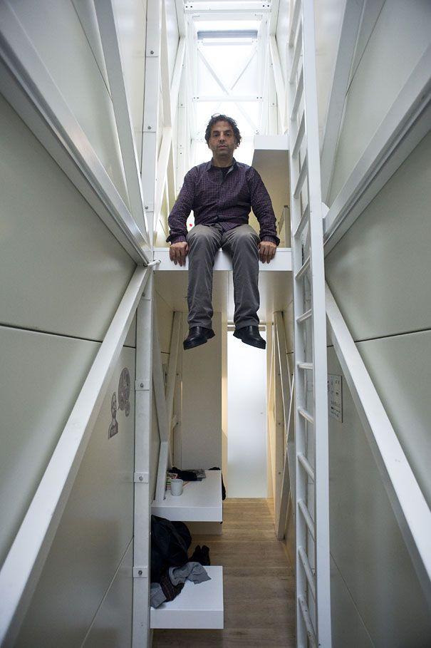 Eines der schmalsten Häuser der Welt - Per Leiter in das nächste Stockwerk