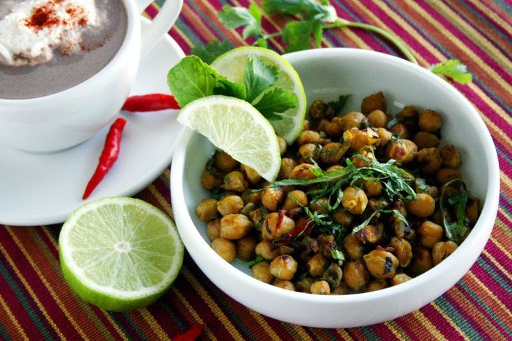 Chatpata Chana, roughly translated as Zesty Chickpeas is a minimum effort tea time or coffee time snack. The best part is it can be made under 10 minutes. All you need is a can of chickpeas and Cha…