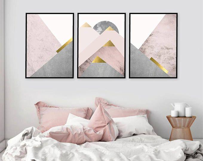 Trending Now Printable Art Set Of 3 Prints Mountain Print Set Pink And Gold Blush Pink Scandinavian P Mit Bildern Wandkunst Schlafzimmer Rosa Wande Schlafzimmer Wand