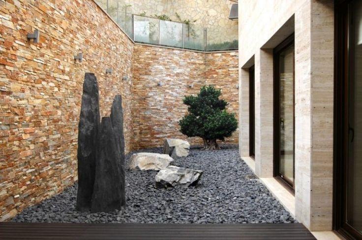 Steingarten-anlegen-Basalt-Gesteine-Natursteinwand