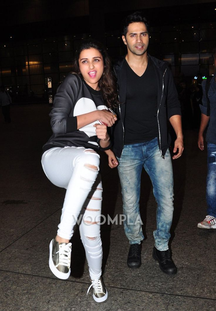 Parineeti Chopra gets playful with the paparazzi as she steps out of the airport. via Voompla.com