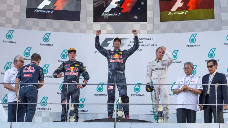 F1 Malezja tym razem Red Bull z dwoma pierwszymi miejscami https://www.moj-samochod.pl/Sporty-motoryzacyjne/F1-Malezja-Red-Bull-gora-i-tylko-jeden-Mercedes-na-podium #F1 #GPMalasia #f1malaysia