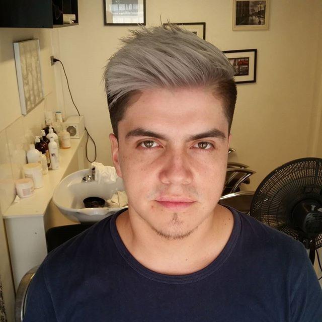 Hasta que lo dejamos gris! Cristian, cliente del día de hoy. @academia_3bs  @salonboutique3bs  #hairdresser #haircut #estilista #happy #diseño #greyhair #soñao