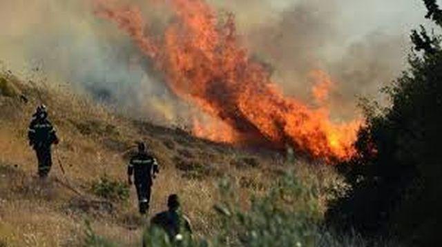 Μεγάλη φωτιά στη Ζαχάρω Ηλείας, κινδύνευσαν χωριά: Σε εξέλιξη βρίσκεται η μεγάλη πυρκαγιά που εκδηλώθηκε το μεσημέρι σε ορεινή δασική…