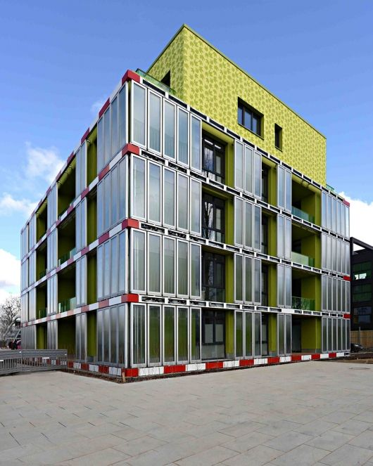 BIQ House with SolarLeaf microalgae facade | SPLITTERWERK Architects (building architects) and ARUP, SSC Strategic Science Consult, Colt International (facade engineering) | Bustler