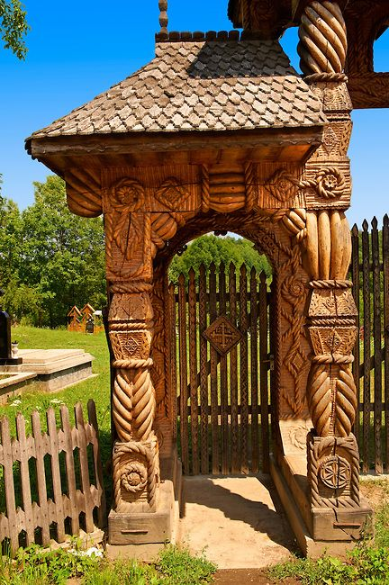 Traditional carved wooden gate at Máramaros, Breb, Nr Sighlet, Maramures, Transylvania