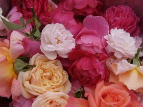 Receita de Geléia de Pétalas de Rosas        Fonte da imagem: joannasfood.blogspot.c...
