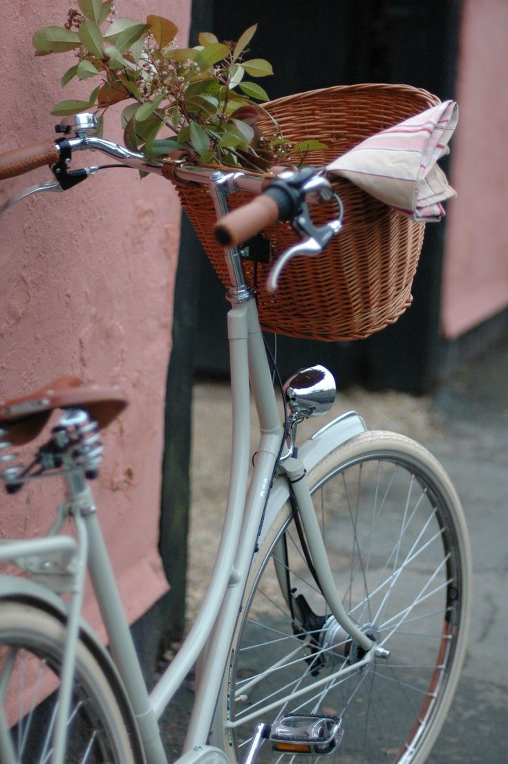 Bella in Chalk from BEG Bicycles. A classic dutch bicycle from Beg Bicycles #bicycles #dutchbicycles