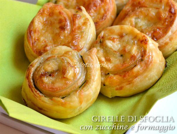 Girelle+di+sfoglia+con+zucchine+e+formaggio,+ricetta+veloce