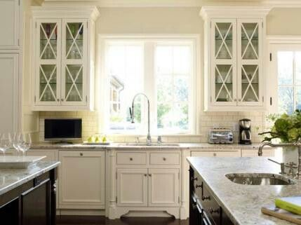 White Cabinets, Dark Wood Island,glass Upper Doors, White Subway Tile And  Farmhouse Sink. Love The Cabinet Doors!