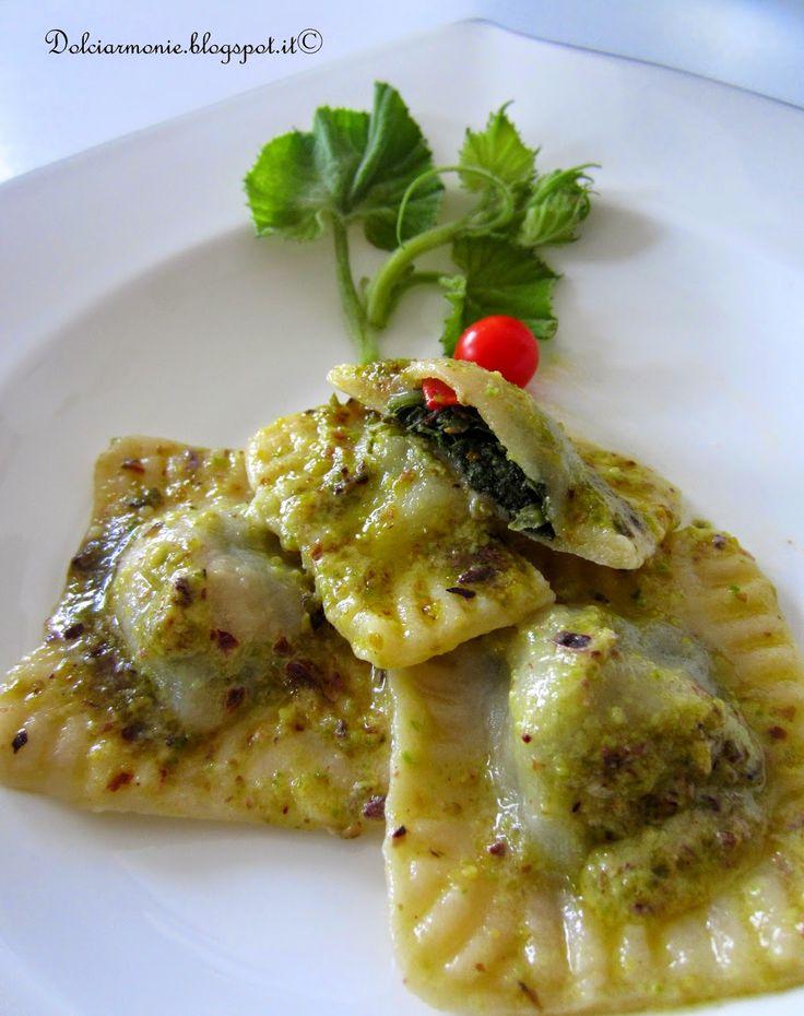 """""""Ravioli ai """"taddi"""" con pesto di pistacchio di Bronte e Parmigiano Reggiano""""…"""
