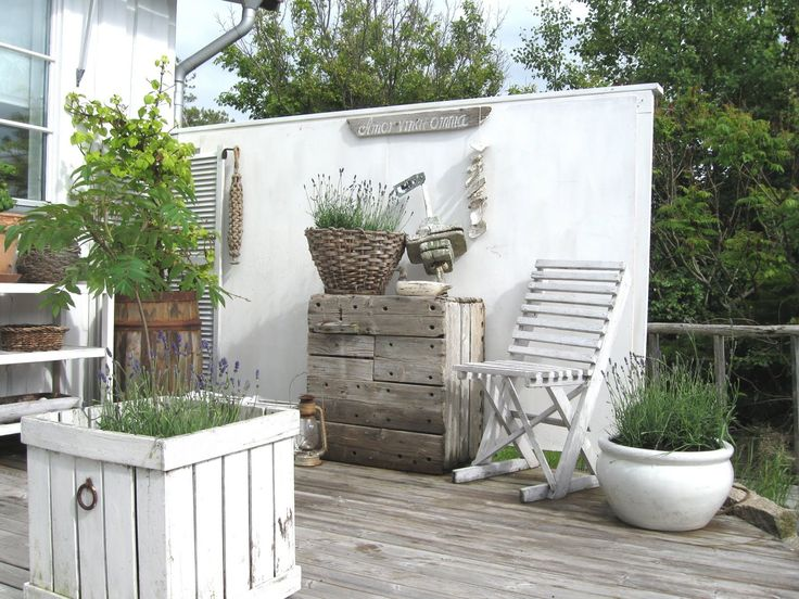 Amazing Outside Patio Garden Whitewashed Cottage Chippy Shabby Chic French Country  Rustic Swedish Decor Idea. ***Pinned By Oldattic***.