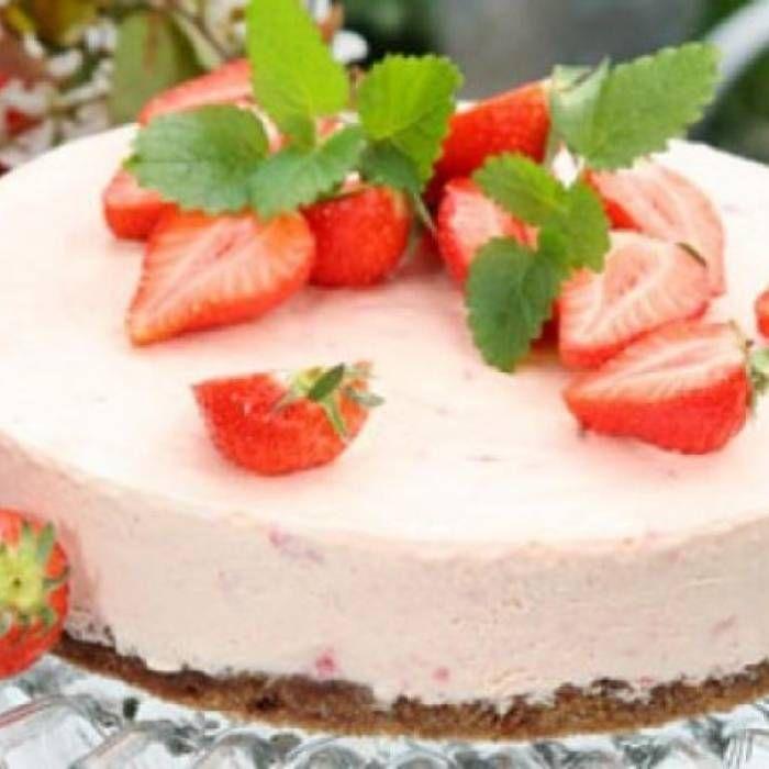 Jordgubbscheesecake På Kladdkaksbotten - Mitt Kök