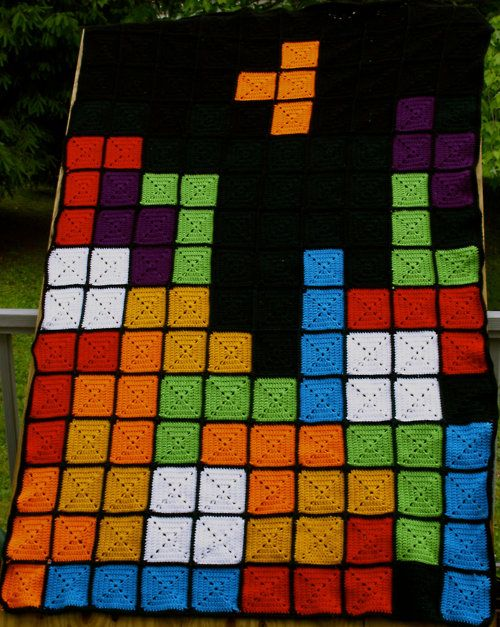 Extra bits of colored yarn? Extra granny squares? This Tetris blanket would be a GREAT way to use it up!
