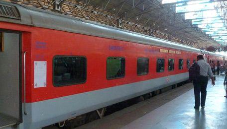 Boarding the Bombay to New Delhi Rajdhani Express