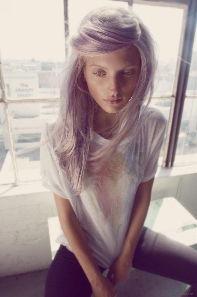Aschblonde Haare verleihen einen besonderen Charme!