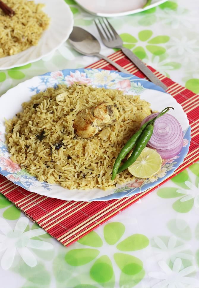 easy chicken biryani recipe in pot or pressure cooker to yield the best flavorful chicken rice in less than 30 minutes.