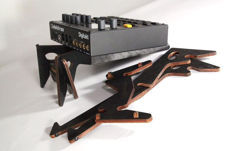 Cremacaffè Kolibri stand & Elektron Digitakt.  Switch between 15 and 30 operating angles with 100 devices. Kolibri can be also used with your tablet when placing the stand in a vertical position. (60 & 90 angles ideal for movie watching). For further information on the KOLIBRI synth laptop and tablet stand please visit: http://kolibristand.com    #cremacaffedesign #kolibristand #design #synth #synthstand #laptopstand #tabletstand #elektron #digitakt #sampler #drummachine #synthesizer…