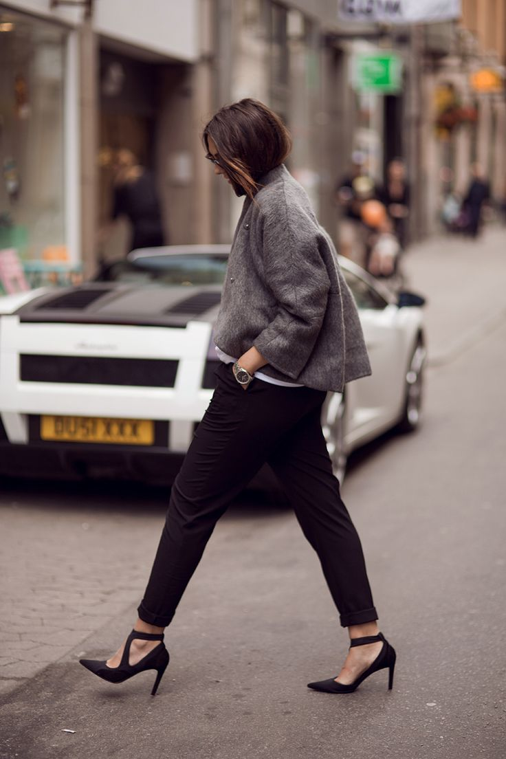 a-line top, black pants & strappy heels #style #fashion