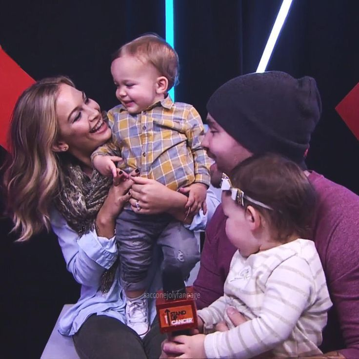 @JonathanJoly and @AnnaSaccone  such a gorgeous family