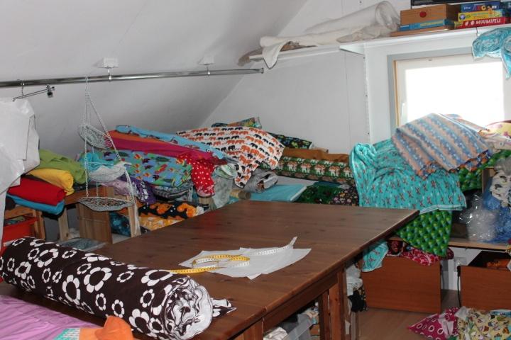 Tässä kuvaa millainen huone oli ennen siivousta.