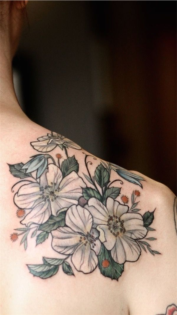 Tattoo of white flowers - Because I am not an expert of flower names, pardon me if I use their colors as a description instead. #TattooModels #tattoo
