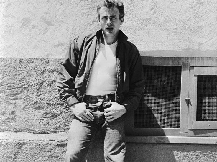James Dean supera ogni barriera culturale, di età, di stile. Rimane il simbolo della giovinezza scapestrata e di uno stile rilassato e molto molto cool. Il chiodo, i giubbini, i jeans, la t.shirt bianca, la camicia bianca maniche arrotolate fino al bicipite, gilet, pantaloni ecrù, occhiali da sole ovunque e comunque, perfino i mocassini li dobbiamo a lui. La sua bellezza senza eguali.