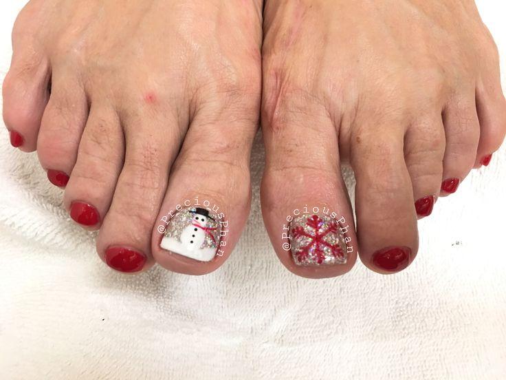 Gel pedicures. Christmas toes #PreciousPhan