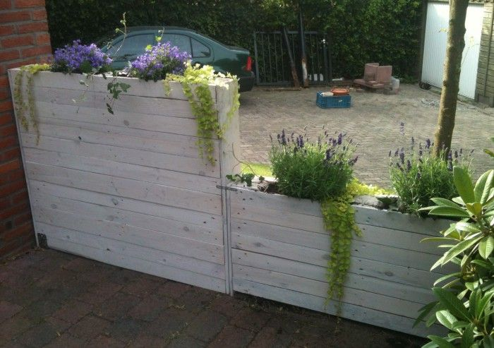 inrichting jaren 30 huis - Smalle plantenbak gemaakt van pallethout. Daarna gebeitst met white wash beits.