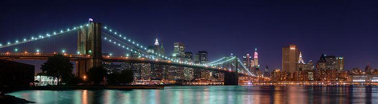 Le pont de Brooklyn (ou Brooklyn Bridge) à New York est l'un des plus anciens ponts suspendus des États-Unis. Il traverse l'East River pour relier l'île de Manhattan à l'arrondissement de Brooklyn.