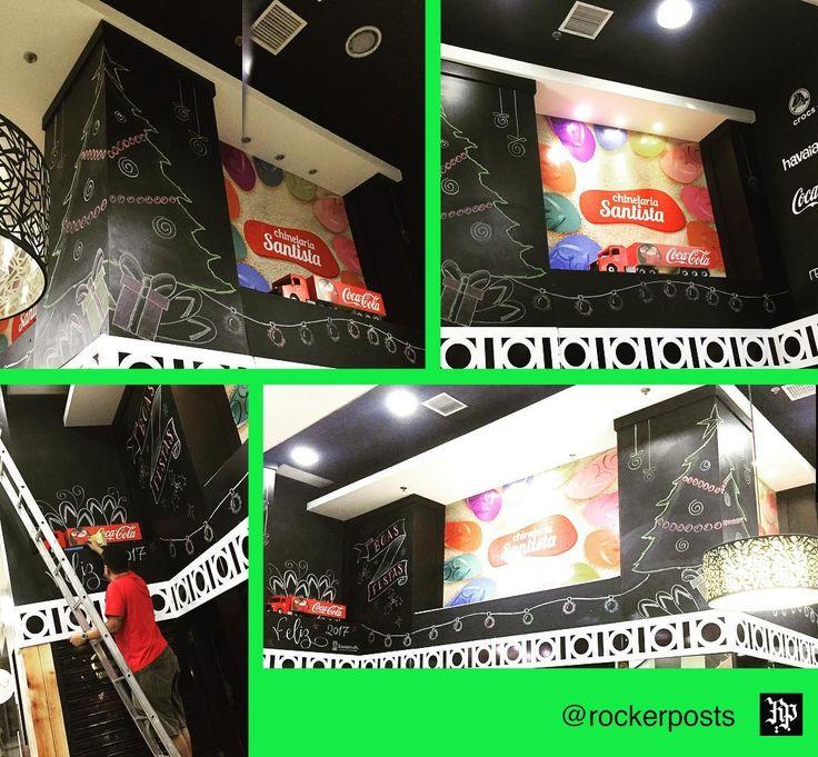 E ontem foi dia de personalizar as paredes da Chinelaria Santista  . . . . #chalkboard #chalkboardart #chalkink #chalkart #decoração #lettering #handletteringbrasil  #art #handmadefont #handdrawn #giz #arteemgiz #painelgiz #poster #quadro #lousa #feitoamao #caligrafia #calligraphy #freehand #typespire #goodtype #type