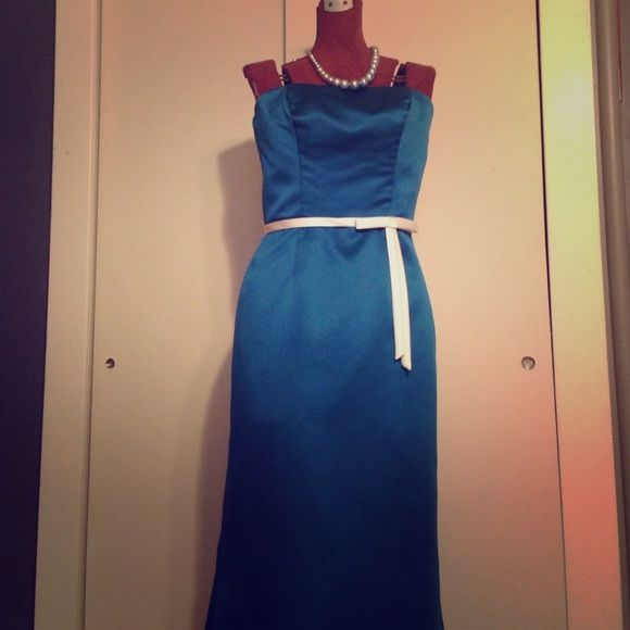 """Gorgeous full-length gown. Worn once and dry cleaned. Color is a deep rich teal (on the bluer side, though) with a thin white belt of fabric and flat bow at the waist. Strapless with boning through the bust. Straight skirt with slightly flared bottom for a little bit of a subtle trumpet or mermaid effect. Perfect for any formal or black tie event. Tag says 4, but was taken in a bit, fits like a 2. I'm 5'2"""" and it's full length for me, so would definitely recommend for a petite woman. Dresses…"""