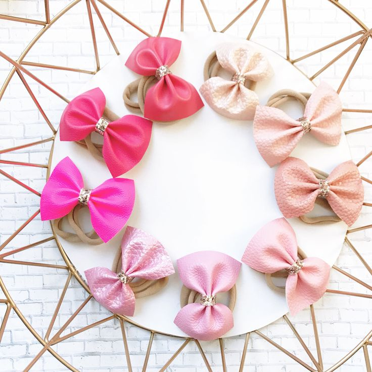 An ombré of pink bows