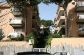 Immobiliare Roma Appartamento bilocale in vendita - 40 mq -  150.000  Roma Viale Cortina d'Ampezzo zona Camilluccia  roma - viale cortina d'ampezzo - appartamento in ottimo stato nella parte alta della strada in palazzina signorile immersa nel verde con vista sul giardino condominiale - l'appartamento tranquillo e soleggiato e' composto da: soggiorno con angolo cottura arredato e corredato camera da letto arredata bagno con doccia - aria condizionata - termoautonomo - prezzo di vendita: euro…