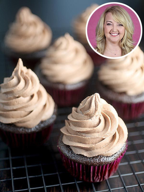 Bakerella's Decadent Chocolate Cupcakes with Hazelnut Frosting http://greatideas.people.com/2014/10/03/bakerella-nutella-cupcakes/?xid=socialflow_facebook_peoplemag