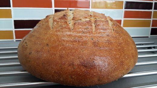 Kváskový cibulový chléb s tymiánem   Nikol Kukačková - domácí recepty