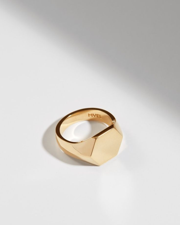 The Alvéole collection takes shape of a ray of honey with meticulous precision, which reveals perfect symmetry. Crafted from 14K yellow gold, the Reine ring is carved into a hexagonal shape. Customize it with a meaningful engraving and wear it along with other pieces of jewellery from the same collection. myeldesign.com