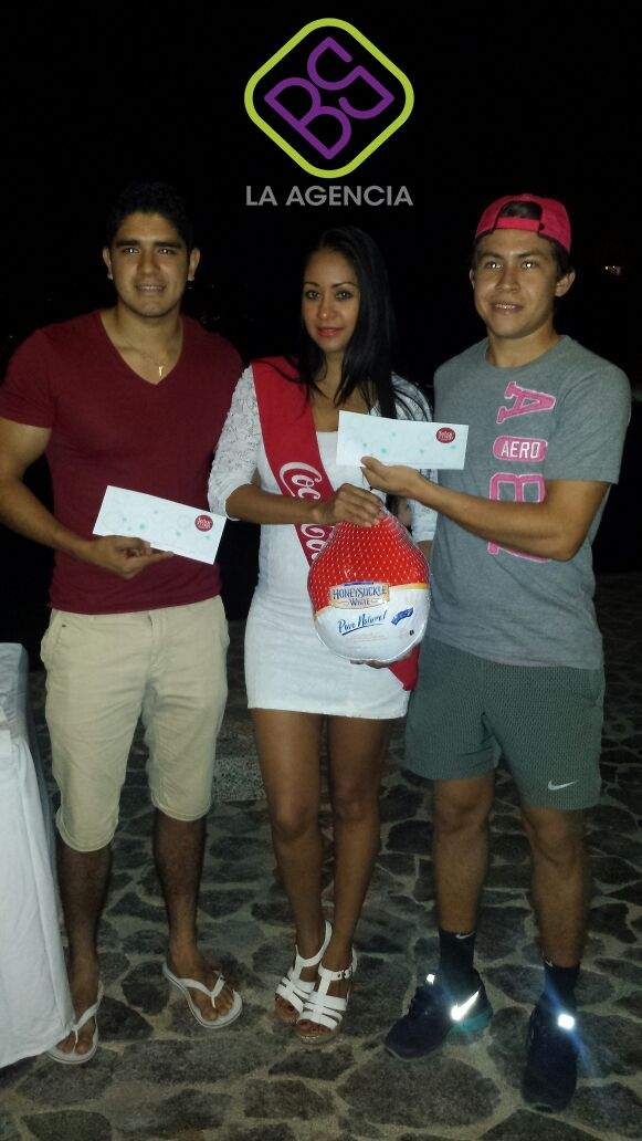 #Servicio de #Edecan AAA para #Coca -Cola #Promocin de la marca y entrega de premios a los concursantes del #evento #torneo de tenis  que tuvo lugar en el #hotel #mayan palace. Somos una #Agencia de #Promocion en #Acapulco