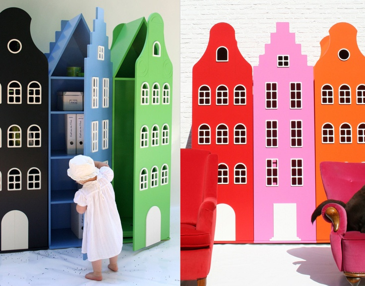 In Amsterdam, the Netherlands became designer Marie-Louise Groot, When she was decorating the nursery, she found no shelves and cabinets she liked. So she created her own brand of Throw a van Huis. Marie created unique bookshelves, which are facades that hide shelves inside. A room can be converted to a small town, oh, and practical. And it is obvious that Groot Chorus Link has been inspired by their Town's architecture when she designed the cabinets.