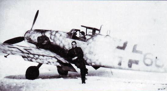 MOLNAR Laszlo Le 8 janvier 1944, alors qu'il accompli sa 68eme mission de guerre, une patrouille en compagnie du C/C Erno Kiss, il se lance à l'assaut d'une formation d'Il2 escrotés par des La 5. Malgré une infériorité numérique de 1 contre 20, il parvient à abattre 3 Il2 au-dessus de de Sugachova, puis un La 5 qui tente de s'en prendre à son ailier. Cette action lui vaudra l'attribution de la Croix de Fer de Première Classe par les Allemands