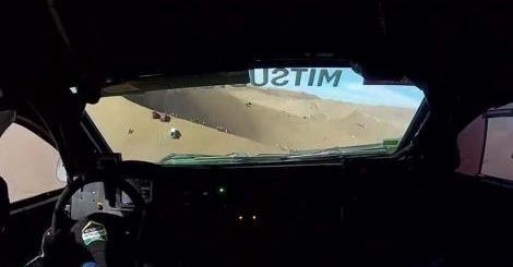 Cámara a bordo: así se vive el Dakar 2015 desde adentro El video fue grabado en el Mitsubishi 306 del portugués Carlos Souza.  http://tn.com.ar/deportes/esencial/camara-a-bordo-asi-se-vive-el-dakar-2015-desde-adentro_560872