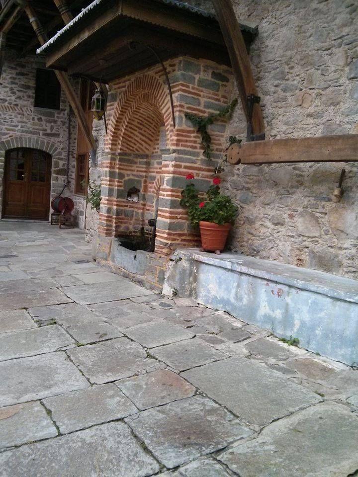 Άποψη της μονής Καρακάλλου στο Άγιο Όρος - View of the monastery of Karakallou on Mount Athos