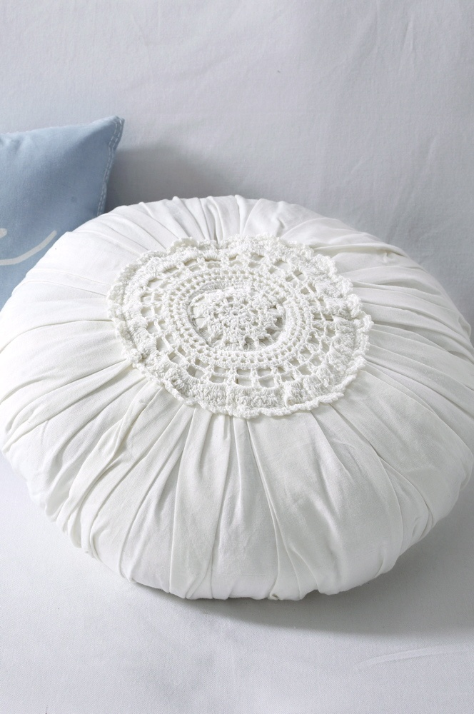 I like round, full pillows :-) And this is a nice use to those doilies...